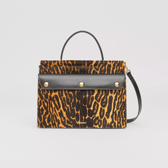 유럽직배송 버버리 토트백 BURBERRY Small Leopard Print Title Bag with Pocket Detail 80229651